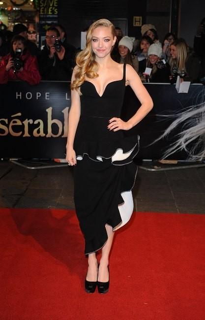 """Amanda Seyfried lors de la première du film """" Les Misérables"""" à Londres, le 5 décembre 2012."""