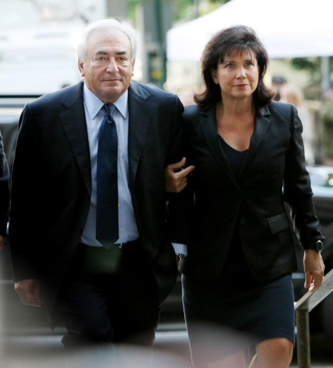 Anne Sinclair rejoint DSK après sa mise en examen