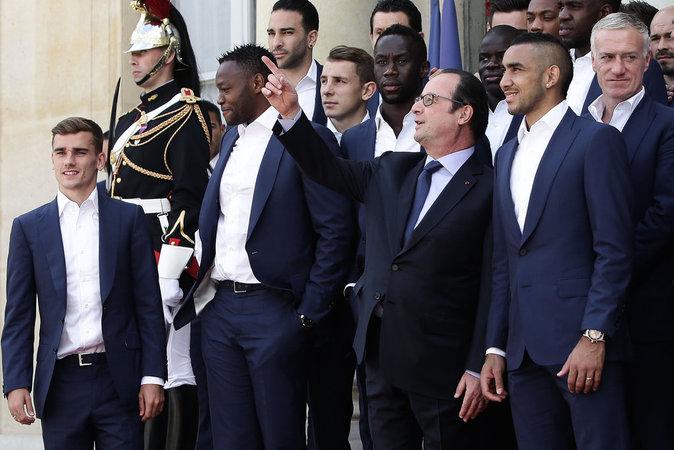 Photos : Antoine Griezmann, Dimitri Payet, Didier Deschamps... Le lot de consolation de François Hollande