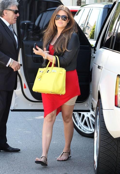 Khloe Kardashian affiche sa gaine...