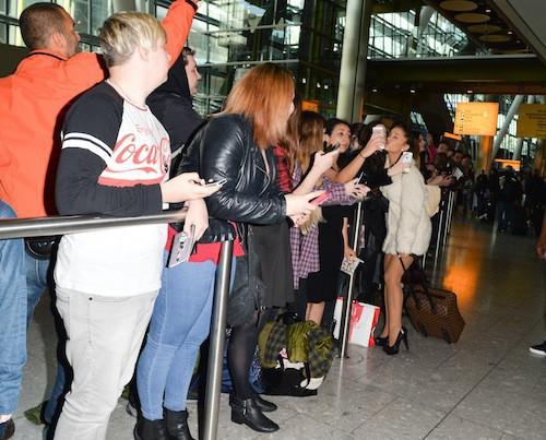 Ariana Grande avec ses fans à Londres, le 7 octobre 2014