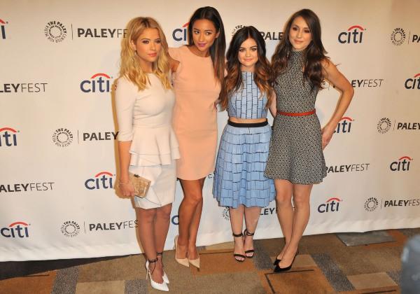 Ashley Benson, Shay Mitchell, Lucy Hale, Troian Bellisario et Sasha Pieterse lors du PaleyFest à Los Angeles, le 16 mars 2014.