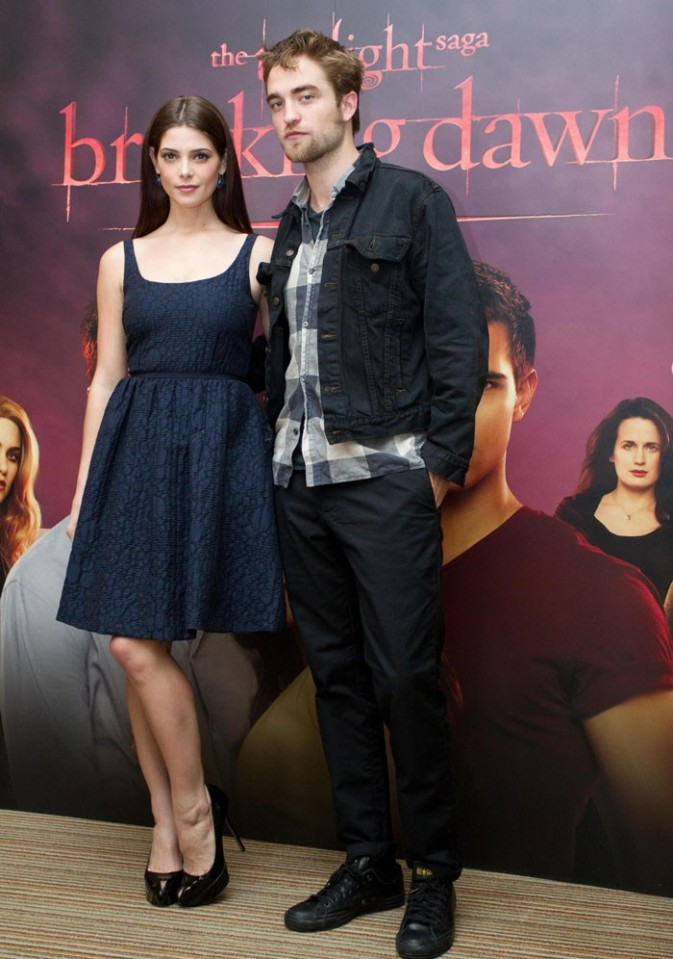 Ashley Greene et Robert Pattinson pour le photocall de Révélations à Bruxelles !