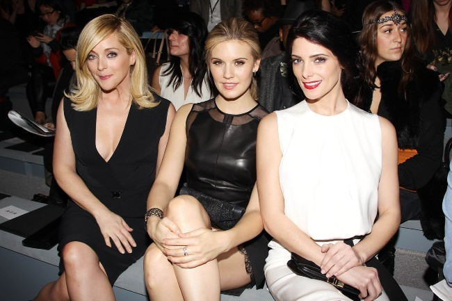 Jane Krakowski, Maggie Grace et Ashley Greene lors du défilé KaufmanFranco à New York, le 11 février 2013.