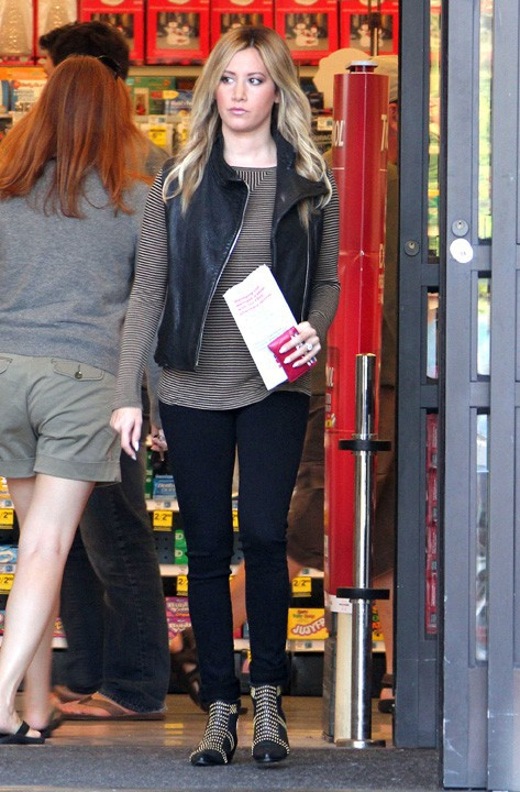 Ashley Tisdale à Los Angeles le 27 octobre 2013
