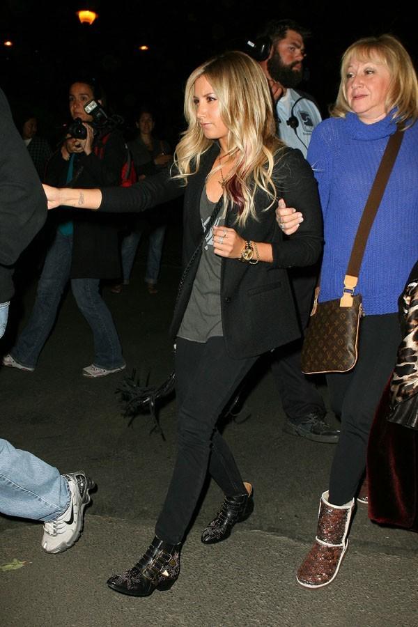 Ashley Tisdale au concert de Coldplay le 4 mai 2012