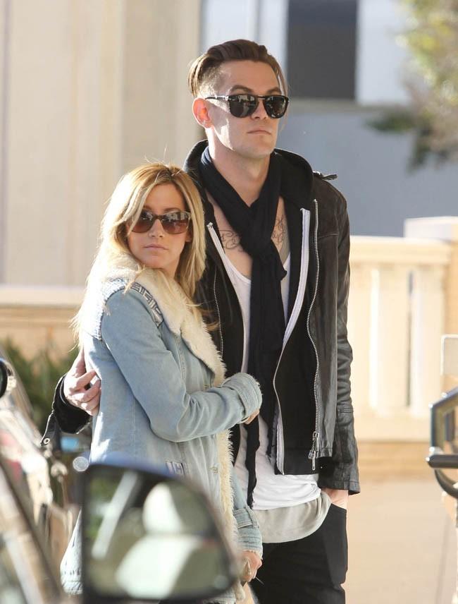 Ashley Tisdale le 20 décembre 2012 à Los Angeles
