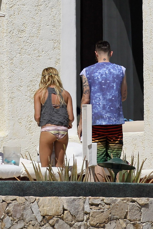 Ashley Tisdale le 4 mars 2013 à Cabo San Lucas, au Mexique
