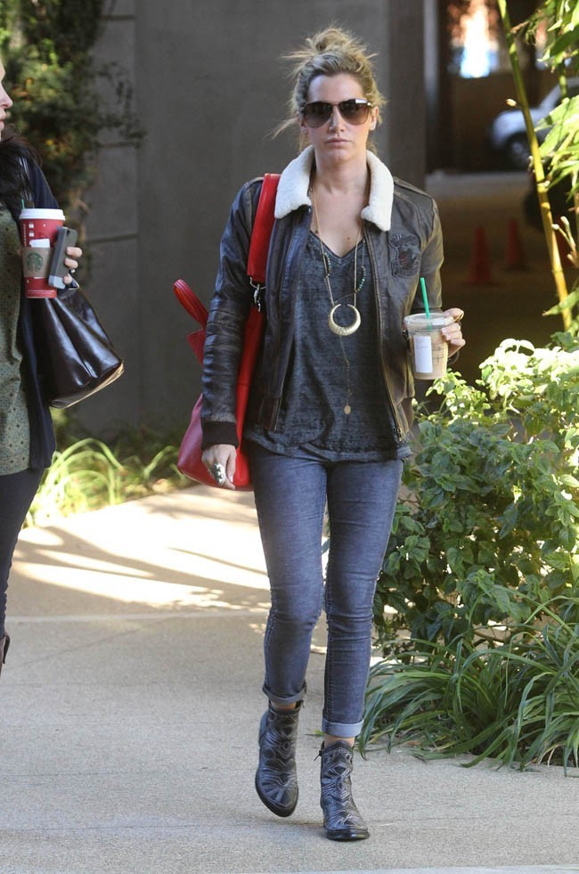 Ashley Tisdale le 13 novembre à Los Angeles