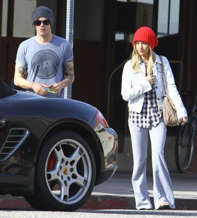 Ashley Tisdale et son nouveau boyfriend à Studio City en Californie, le 9 décembre 2012.