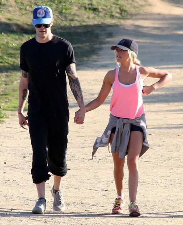 Ashley Tisdale et son boyfriend Christopher French sur les hauteurs de Los Angeles le 14 février 2013