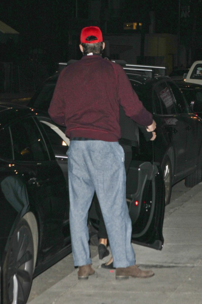 Photos : Ashton Kutcher : accompagné de Mila Kunis, il croise Demi Moore !