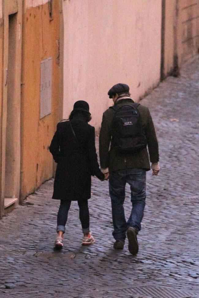 Ashton Kutcher et Mila Kunis dans les rues de Rome le 25 novembre 2012