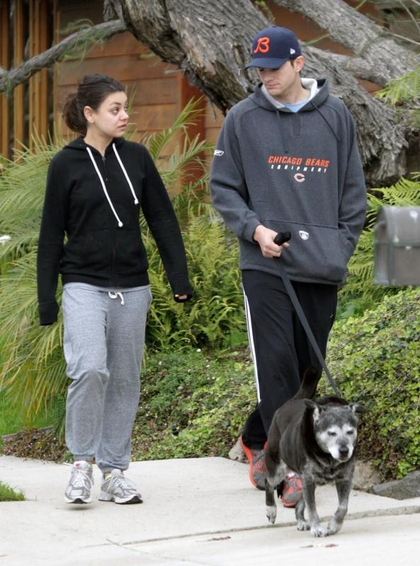 Mila Kunis et Ashton Kutcher le 12 décembre 2012 à Los Angeles