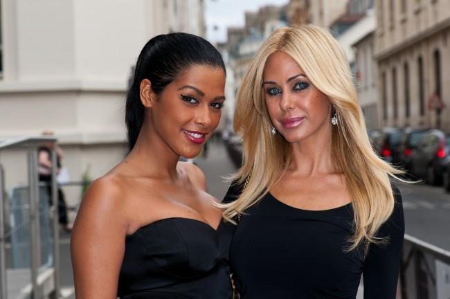 Ayem Nour et Shauna Sand lors de la conférence de presse NRJ 12, le 12 juillet 2012.