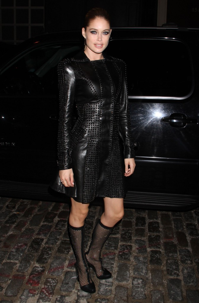 Doutzen Kroes lors de la soirée d'ouverture de la nouvelle boutique Versace à New York, le 24 octobre 2012.