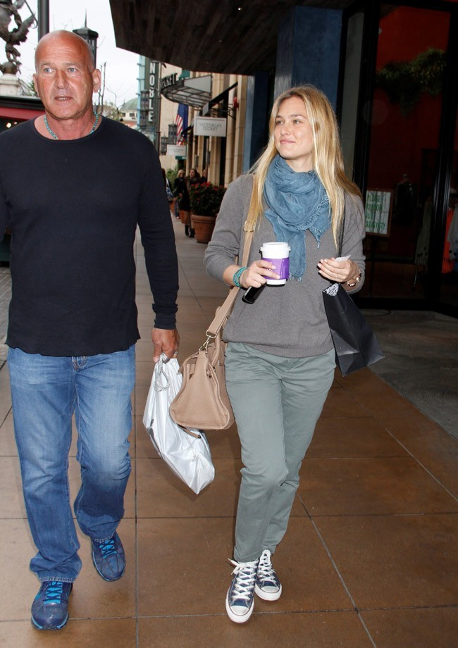 Bar Refaeli en sortie shopping avec son papa !