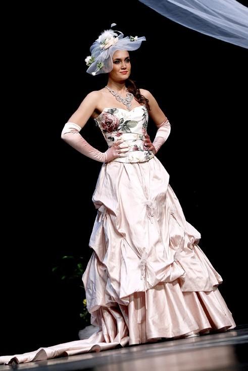 Barbara dans son robe meringue !