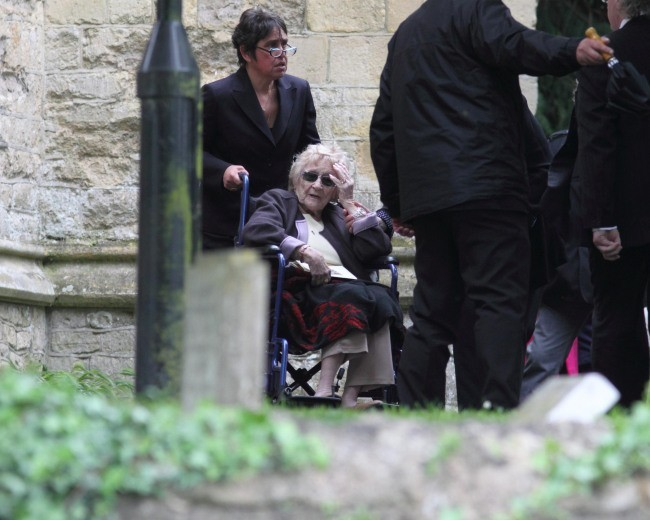 Barbara Gibb lors de l'enterrement de son fils Robin Gibb, le 8 juin 2012.