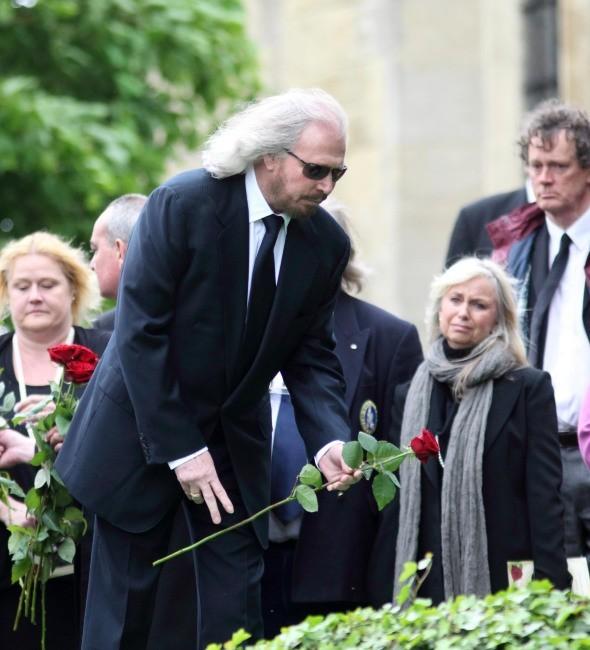 Barry Gibb lors de l'enterrement de son frère Robin Gibb, le 8 juin 2012.