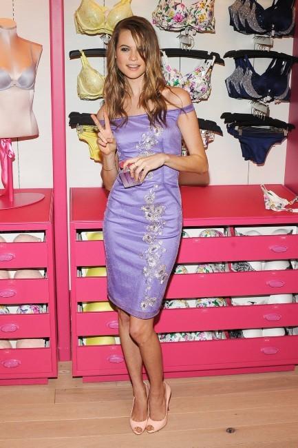 Behati Prisloo en promo pour Victoria's Secret à New York, le 26 février 2013.