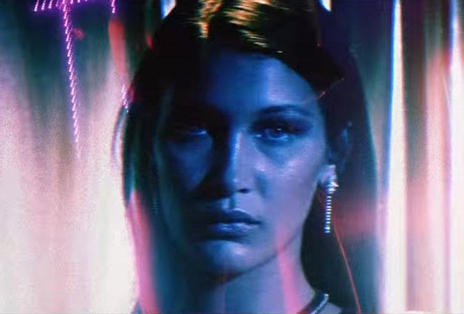 """Bella Hadid dans le clip """"In the night"""" de son compagnon, The Weeknd"""