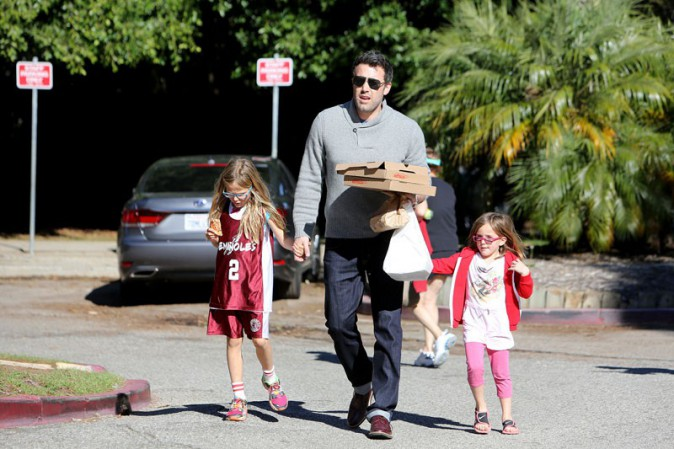 Ben Affleck en famille à Los Angeles le 24 novembre 2013