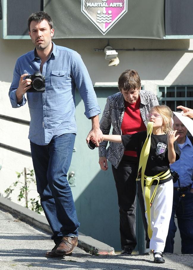 Violet en route pour son cours de karaté...