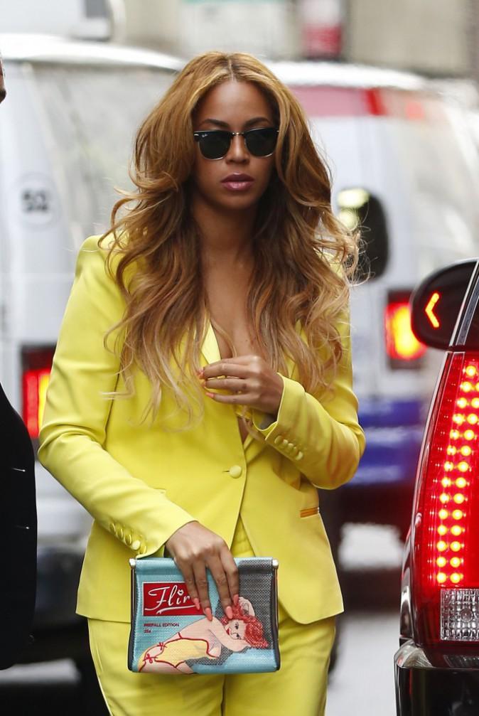 Photos : Beyoncé : après la polémique, elle en montre un peu trop (et tire la tronche) !
