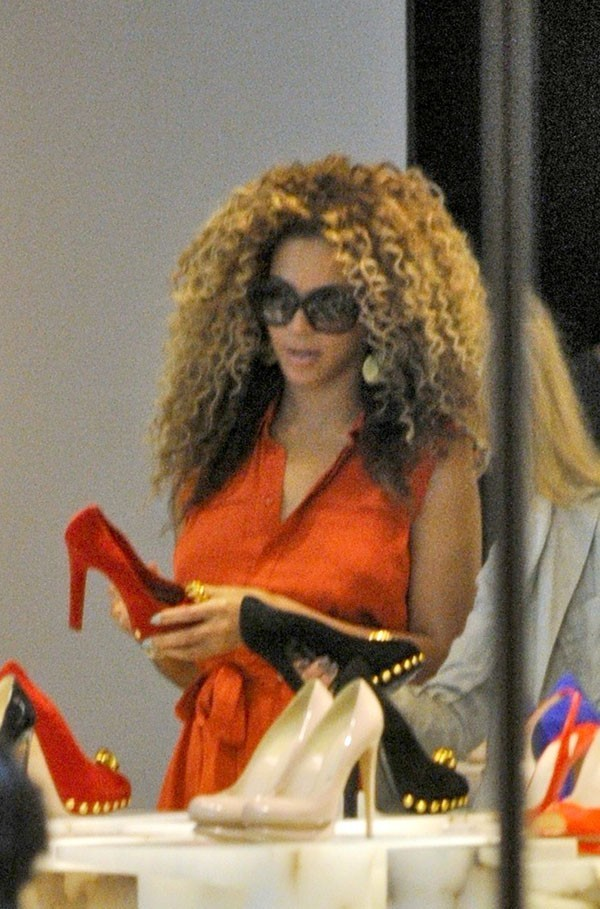 Beyoncé craque littéralement pour ces stilettos !