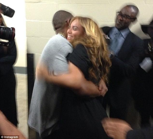 Beyoncé et Jay-Z dans les coulisses du Super Bowl, le 3 février 2013.