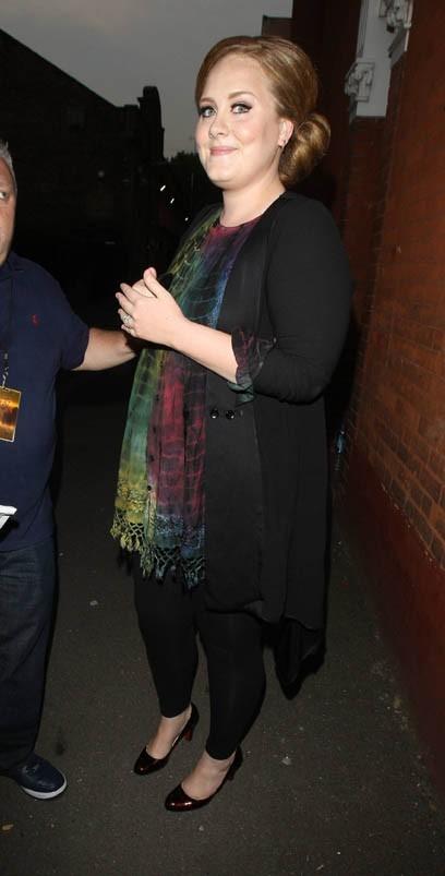 Adele se rendant à la soirée de lancement du nouvel album de Beyoncé à Londres, le 27 juin 2011.
