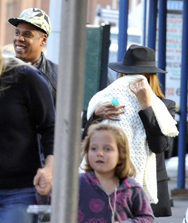 Jay-Z et Beyoncé vus avec Blue Ivy dans le quartier de Tribeca !