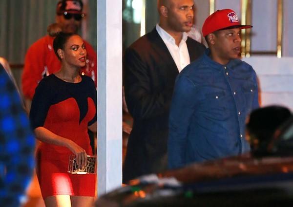 Beyonce et Jay-Z sortant du restaurant Soho Beach Club à Miami, le 9 décembre 2012.