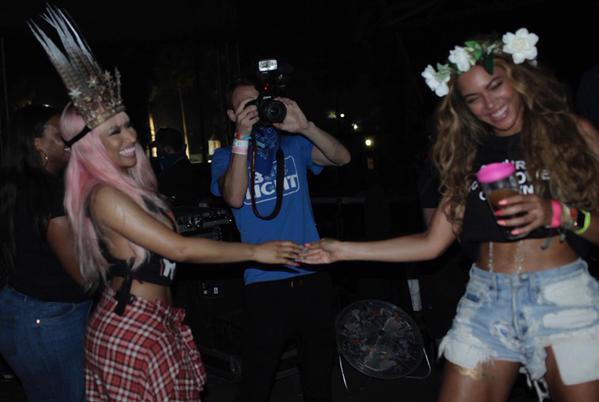 """Photos : Beyoncé et Nicki Minaj : BFF sexy et déchaînées dans le clip de """"Feeling Myself"""" !"""