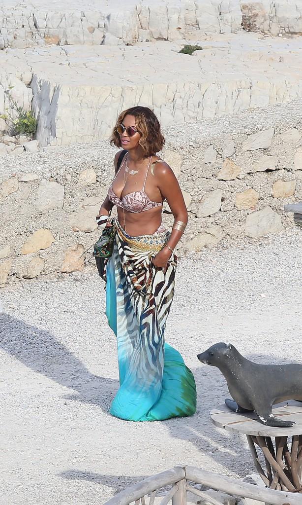 Photos : Beyoncé : heureuse et radieuse au large de Cannes !