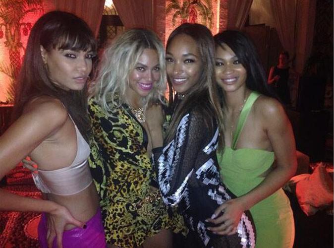 Joan Smalls, Beyoncé, Jourdan Duun et Chanel Iman lors de la CIROC party de P. Diddy à Miami, le 31 décembre 2013.