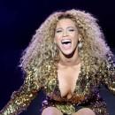 Beyoncé sur la scène du Festival de Glastonbury en Angleterre, le 26 juin 2011.