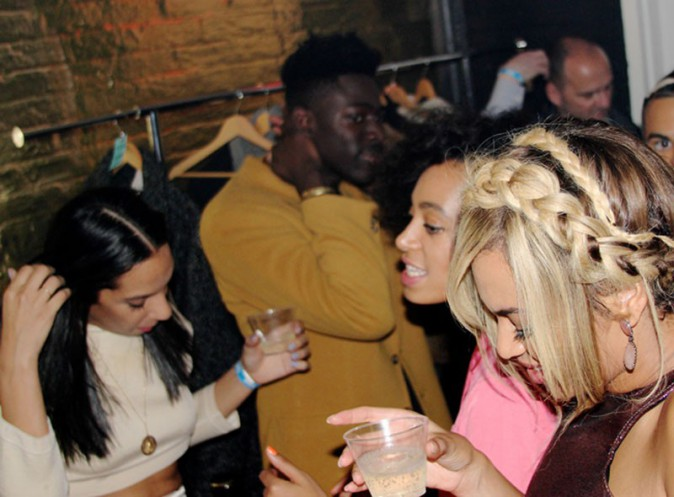 Beyoncé : single lady pour faire la fête, elle sort le look super sexy !