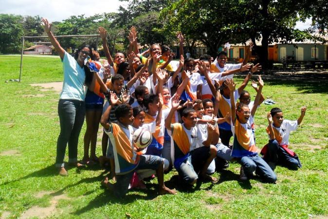 Beyoncé en visite dans une école de Rio de Janeiro le 13 septembre 2013