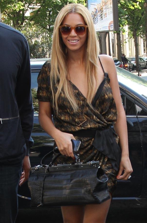 Le soleil parisien lui donne le sourire !