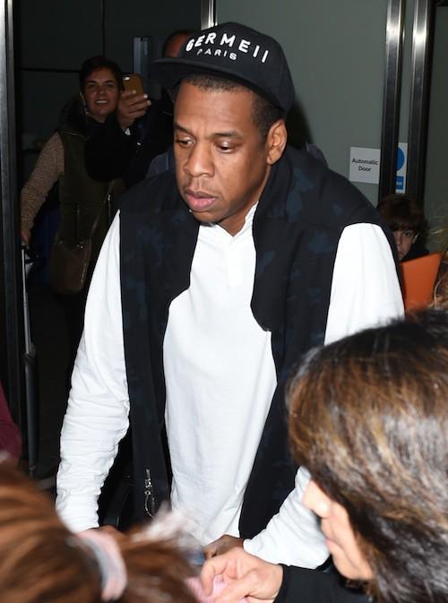 Photos : Beyoncé : tout sourire pour son arrivée à Londres, Jay-Z blasé !