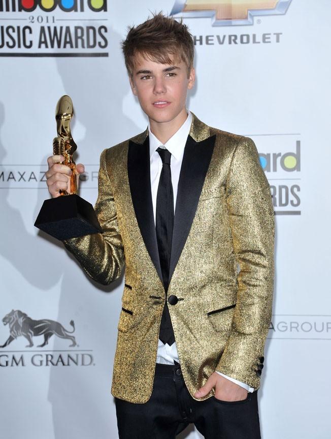 Brillant, dans son costume doré !