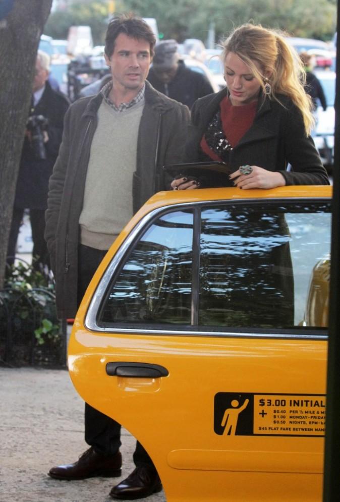Blake Lively et Matthew Settle sur le plateau de tournage de la série Gossip Girl à New York, le 25 octobre 2011.