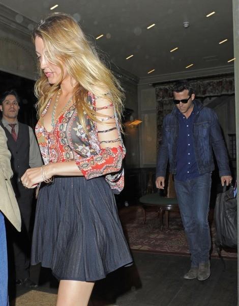 Blake Lively et Ryan Reynolds à Londres, le 23 juin 2013.