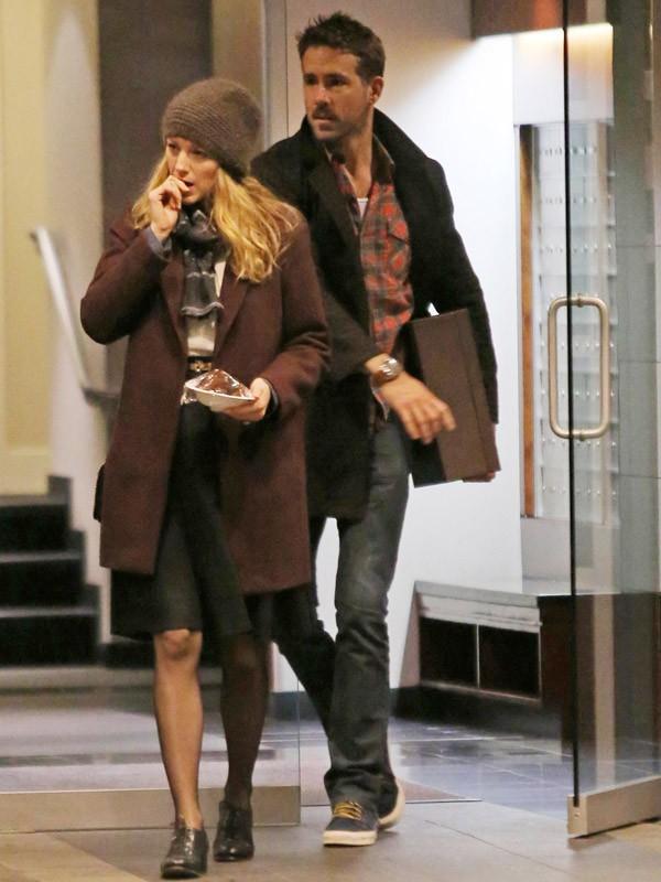 Blake Lively et Ryan Reynolds sortent de chez la maman de Ryan (2013)
