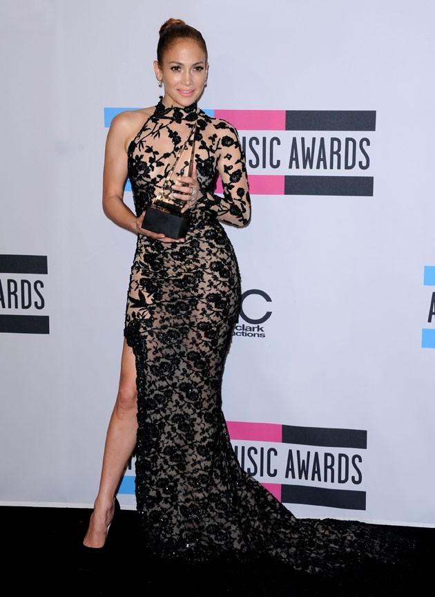 Jennifer Lopez fait des squats pour garder son fameux derrière au top !