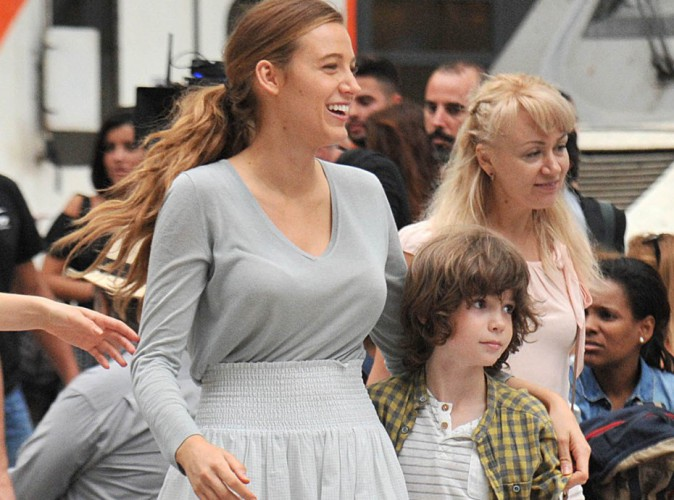 Blake Lively joue les mamans naturelles et rayonnantes � Barcelone, les Espagnols conquis !