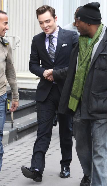 Ed Westwick sur le plateau de tournage de Gossip Girl, le 1er février 2012.