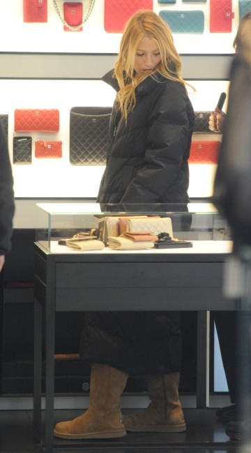 Blake Lively en plein shopping chez Chanel à New York, le 31 janvier 2012.